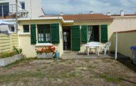 Maison 3 pièces de 38 m² environ pour 5 personnes située à environ 200 m de la mer, proche de la ...