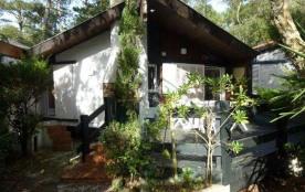 Jolie petite maison mitoyenne à 1000 m de la plage des Bourdaines avec jardin privatif 50 m2