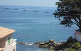 A Saint-Aygulf. Les pieds dans l'eau ! Appartement vue mer panoramique - accès direct plage 50m par accès privé !