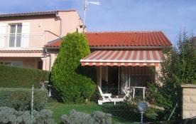 Maison contemporaine, de plain pied, au calme, sur la base de loisirs d'Aiguelèze, à quelques pas...