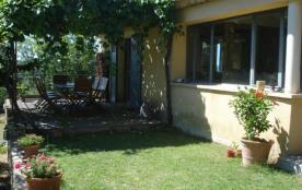 Très belle maison d'architecte située sur une propriété de 4 hectares qui offre des vues époustou...