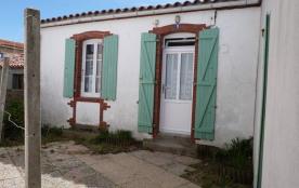 FR-1-194-46 - maison de pays dans le village de la Terrière
