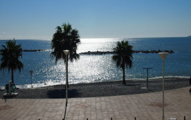 Saint Laurent du Var, superbe 2 pièces vue mer, face à la plage