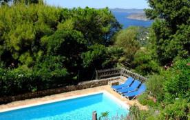 Jolie villa provençale, vue sur la mer et les Iles d'Or. Au calme, dans le haut Rayol.