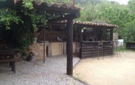 beau studio à caractère provençal dans maison de village