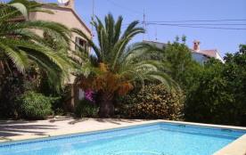 Villa 4 facades,piscine privée, endroit calme, près mer.