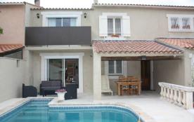 Chantegride est une ravissante et luxueuse petite maison de vacances située à 1,5km de la ville b...