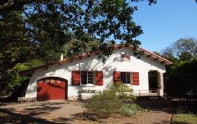 Très agréable villa Basco Landaise des années 50, sur jardin clos, à proximité immédiate des plag...