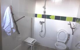 Salle de bain logement mobilité réduite