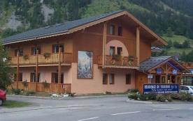 Situés à l'entrée de Pralognan-la-Vanoise, à deux pas des sentiers de randonnée, les appartements...