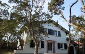 Appartement au premier étage d'une villa sise a proximité de la plage des Estagnots.