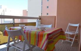 Appartement studio situé dans un quartier calme du Lavandou à 400 mètres de la plage et près des ...