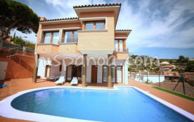 La villa à louer sur la Costa Brava est p