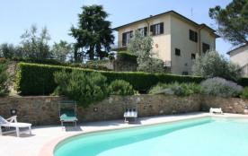 Jolie villa pour 8 personnes piscine et tennis privés, accès internet ; barbecue ; jeux pour enfa...