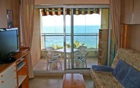 BORD DE MER - Appartement - 25 m² - nombre pièces : 1 - couchage : 2. Votre résidence est entourée de beaux jardins f...