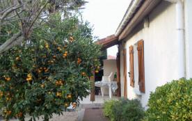 Maison mitoyenne , plein pied ,donnant sur terrasse et jardin , 3km de la plage ,entre Biarritz et Capbreton .