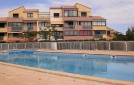 Située directement sur le lac marin cette jolie petite résidence avec piscine est le cadre rêvé p...