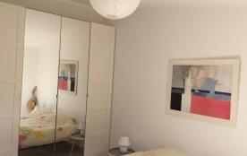 Chambre avec literie neuve de 160 cm