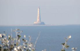 Du balcon, zoom sur le phare de Cordouan
