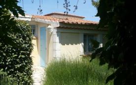 Les Bleuets, à 800 m des plages de sable, dans quartier calme, joli gîte individuel avec terrasse...