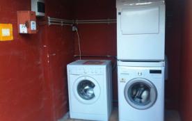 Les deux machines à laver et le sèche linge moyennant 2 € par utilisation