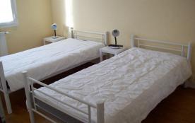 chambre 2 lits 1 personne TV
