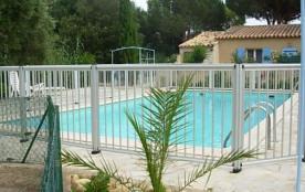 mas accolé dans résidence avec piscine