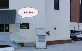 l'entrée dans la Résidence et la place de parking