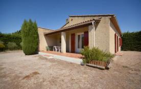 Gîtes de France - Villa indépendante sur terrain non clos de 1200 m² entouré d'une haie de cyprès.