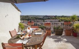 Terrasse vue vignes - maison, jardin et petite piscine