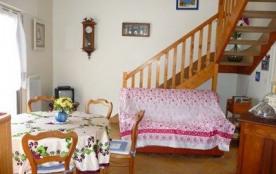 Appartement en duplex, dans petite copropriété proche port, au 1er étage avec accès par escalier ...