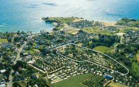 A 150 m de la plage et des commerces, au Pouldu, à Clohars-Carnoët, le camping Les Grands Sables,...