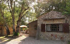 Gîtes de France Le Mas Sylvain Flayosc. Dans une ancienne bergerie en pierre, à côté de la maison...