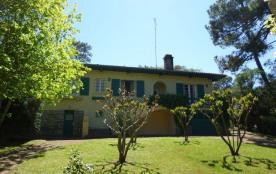 Villa indépendante sur terrain légèrement pentu d'environ 1050 m . Cette maison de 4 pièces est s...