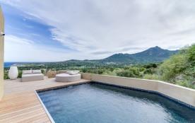 Designer villa between sea and mountain