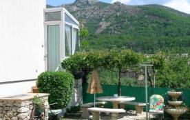 Gîtes La glycine - A l'entrée du village de La Souche, au pied du massif du Tanargue, petit gîte ...