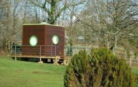 Cet hébergement « Insolite » à l'architecture innovante se trouve dans un hameau en pleine campag...