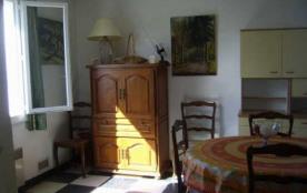Rue Lou Biou Provenço (J5), appartement au premier étage 3 pièces pour 6 personnes.