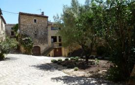 L'Olivier gîte de village aménagé dans les ruelles bordant le château de Labastide de Virac (XVe ...