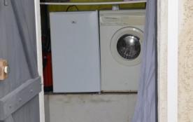 L'entrée, le frigo+machine à laver.