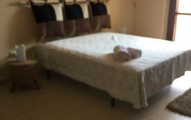 Chambre avec grand placard accés terrasse