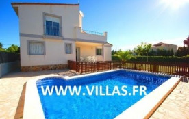 Villa VN Guille - Belle villa mitoyenne offrant un intérieur sobre aux couleurs claires et épurées.