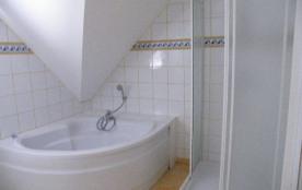 salle de bain et douche étage