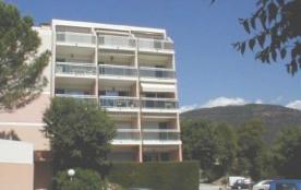 Appartement 2 pièces, 1° étage, ascenseur, 42 m², 400m plage, terrasse, exposition sud-est.