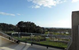 Belle vue mer pour cet appartement avec une vaste terrasse au sud.