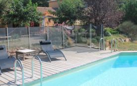LORGUES, calme et nature, sur 7000 m2 clôturés, piscine sécurisée