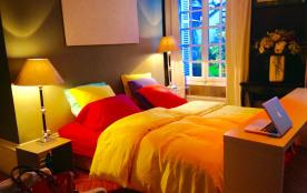 la grande chambre , donnant sur la terrasse , TV WIFI