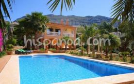 Cette villa de vacances avec jardin et piscine d
