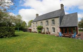 Gîtes de France - Deux gîtes ont été aménagés dans cette belle demeure en pierre de pays.
