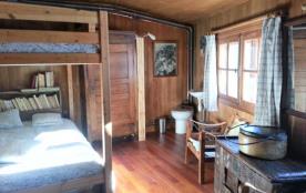 Chambre 2: 2 lits superposés en 140 avec wc et lavabo +son poêle à bois